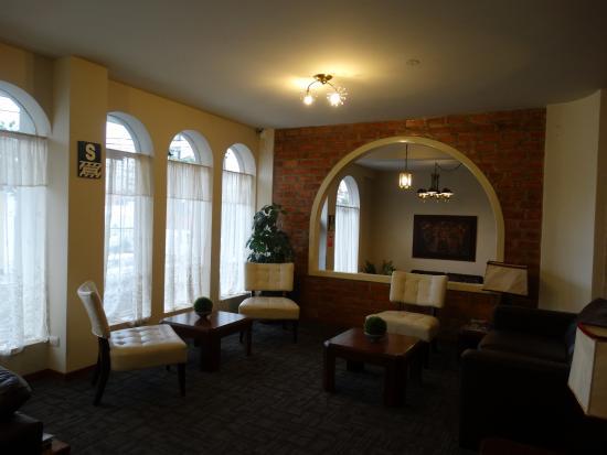 Carmel Hotel: Hall