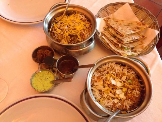 """Just India: Due pentolini di riso con gamberetti e angnello, salsine e """"naan"""""""