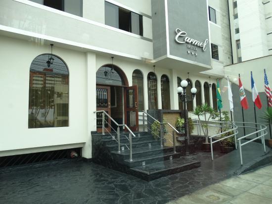 Carmel Hotel: Entrada