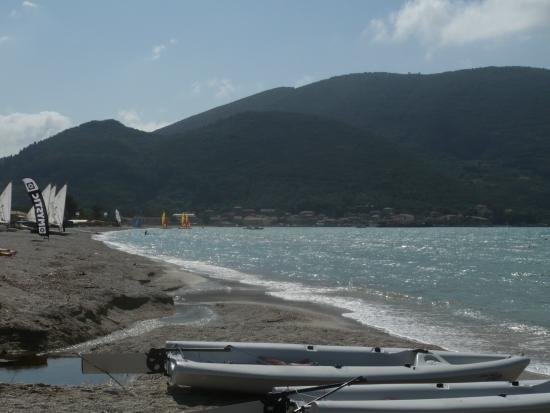 Neilson Cosmos Beachclub: View from beach infront of hotel looking to Vassiliki town