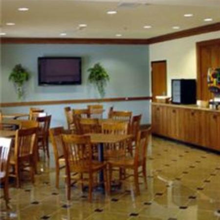 Mountain Inn & Suites Airport: Breakfast Area