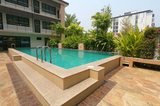 SakulchaiPlace Hotel: swimming pool