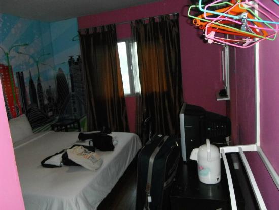 Take a Nap Hotel: coffee jug. TV & safe underneath