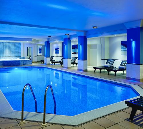 Wardrobe mirrored doors picture of birmingham marriott - Hotels with swimming pools in birmingham ...