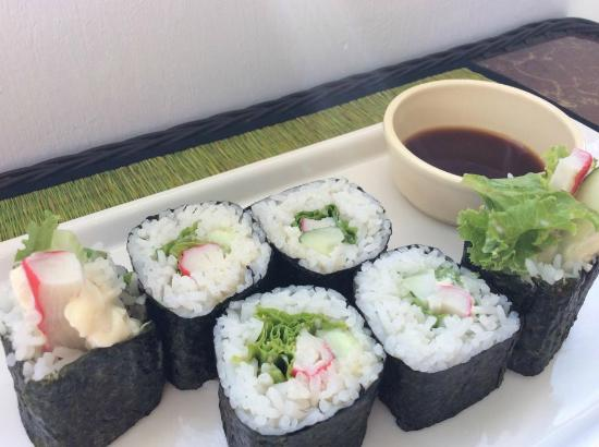 Green on peace cafe & bar : sushi roll
