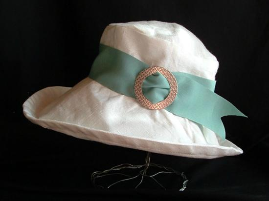 Барри, Канада: The Garden Party Hat