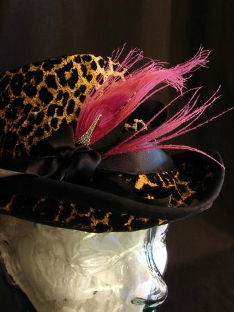 Barrie, Canada: Soft Top Hat in vintage fabric