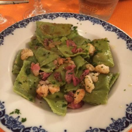 U Piccin: Triangiolini di bottarga ai gamberetti e pancetta. slurp!