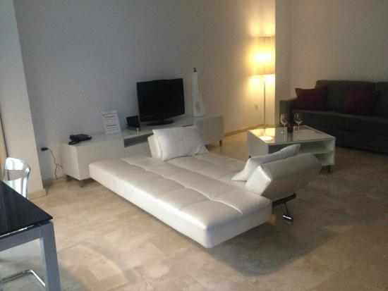 Elvira Suites: Our large living room - there was also a good dining table and chairs