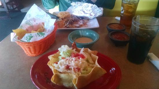 Margarita's: Grilled Taco Salad & Chori Pollo