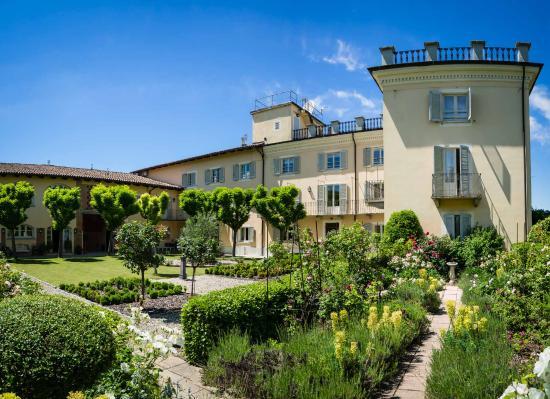 La villa mombaruzzo italy picture of la villa hotel for Fare una villa