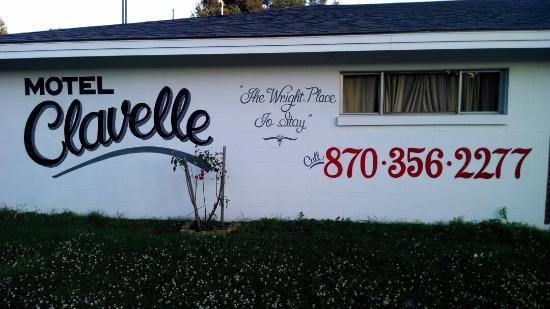 Clavelles Studio Apartments / Motel