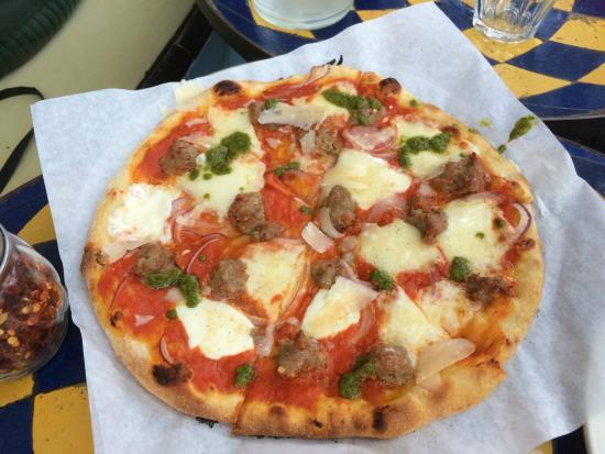 Pizzetta 211: pork sausage with cheese...