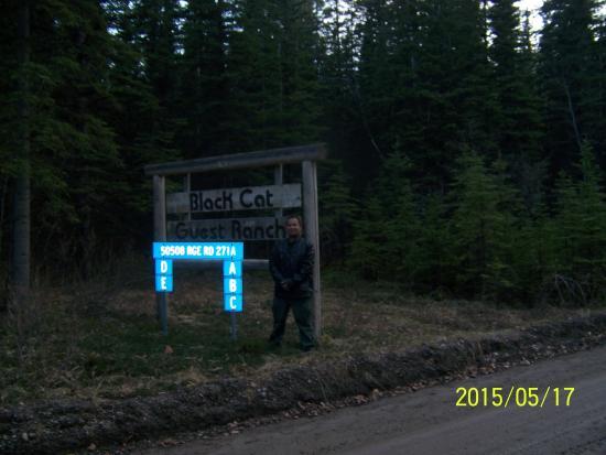 Black Cat Guest Ranch : Ranch main gate