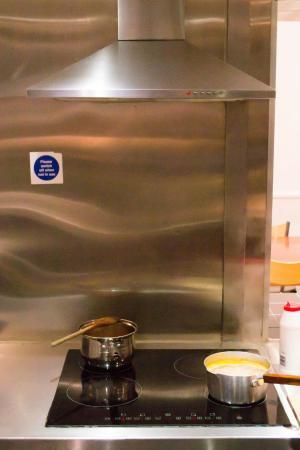 Smart Hyde Park Inn Hostel: Self-catering kitchen