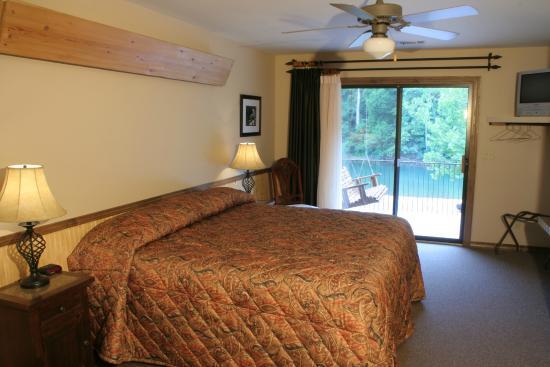 River's Edge Resort: River Cabin Master Bedroom