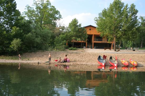 River's Edge Resort: River Cabin