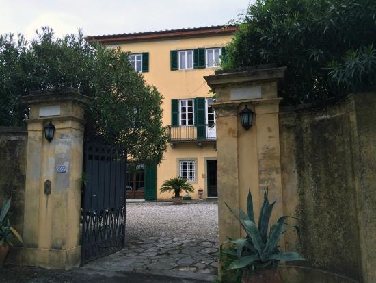 Villa Pedone : Villa entrance