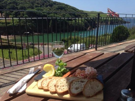 The Sun Bay Hotel Restaurant: A seafood platter and stunning view, yum yum!