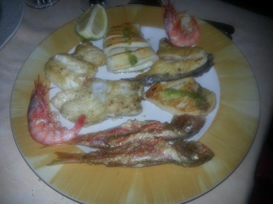 Restaurante La Alcazaba: Assiette de poisson