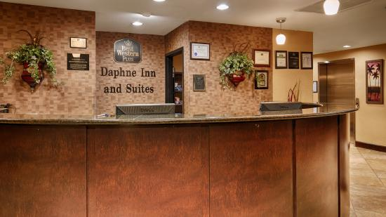 BEST WESTERN PLUS Daphne Inn & Suites: Front Desk