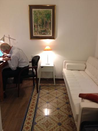 BarcelonaBB: The White Room's sitting room