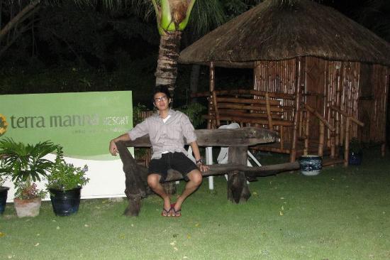 Terra Manna Beach Resort & Camping: bench