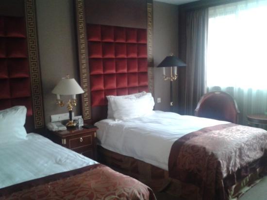 Zhaolong Hotel: bedroom