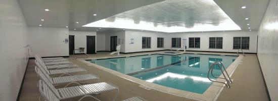 Winterton Suites: Indoor Kids Pool, Lap Pool, Hot Tub