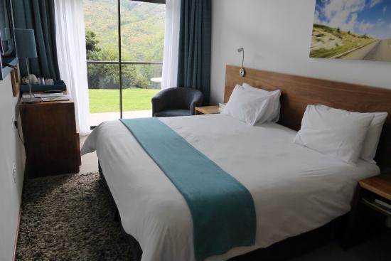 Brandwag Hotel: Kamer/bed