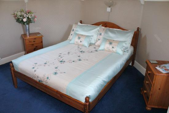 Ashleigh House: Family x 4 guest room with double bed and small bunk beds suitable for under 12's only.  This ro