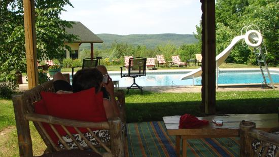 Pretty River Valley Country Inn : swimming pool overlooking valley