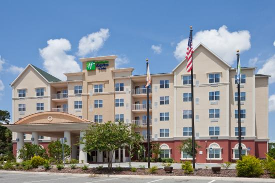 Holiday Inn Express & Suites Lakeland North I-4: Hotel Exterior