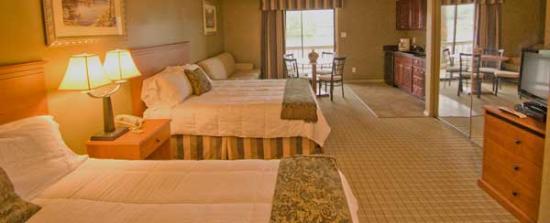 Long Island Lake Resort : Deluxe Queen Room