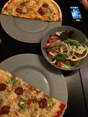 Palorma: We wanted to share so they served pizza already halved for us. Nice touch!!