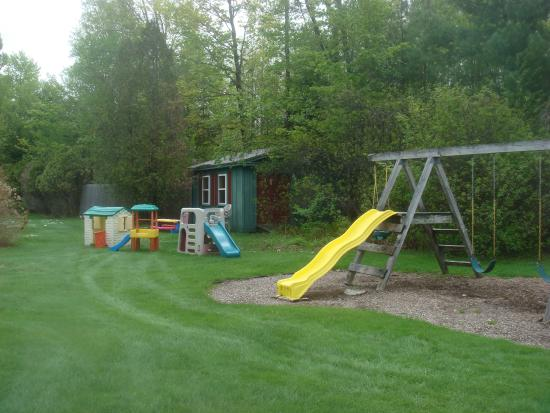 Hearthside Village Cottage Motel: Play Area