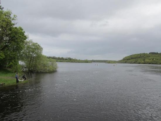 County Cavan, Irlanda: Morning anglers