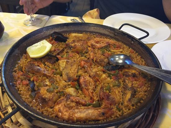 Seafood and chicken paella - Picture of La Fonda del Port Olimpic ...