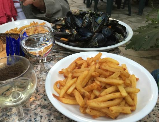 moules frites picture of le canis carnon tripadvisor. Black Bedroom Furniture Sets. Home Design Ideas
