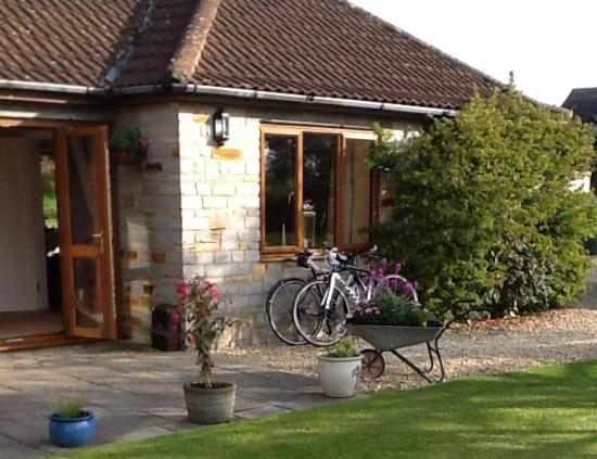 Orchardleigh B & B: Our bikes at the b&b after day one of Tour of Wessex