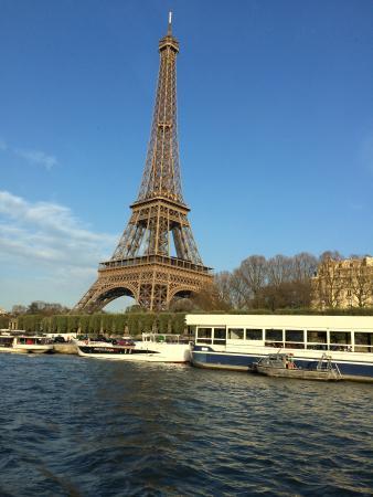 Παρίσι, Γαλλία: Eiffel Tower from the river cruise