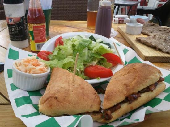 Los Gringos BBQ: Pulled pork on a garlic baquette, cole slaw, salad