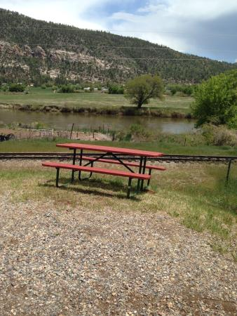 Durango Riverside Resort: Beautiful view of mountains and river
