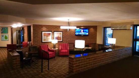 Comfort Inn Airport: the lobby