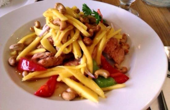 Mai Thai: mango salmon salad