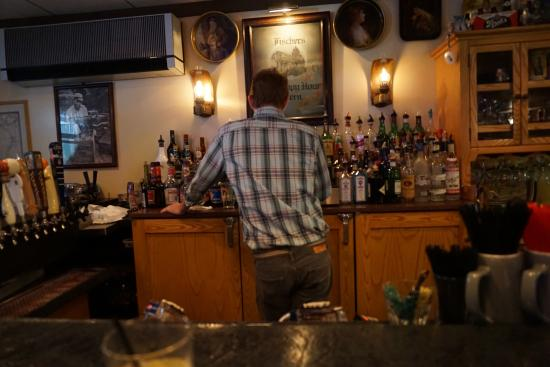 Fischers Happy Hour Tavern : bartender?
