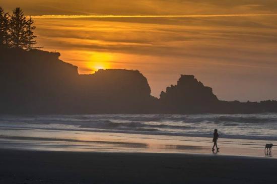 Oceanside Beachfront RV Resort : Sunset on the beach