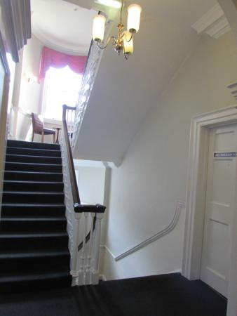 Parade Park Town House Bed & Breakfast: Staircase
