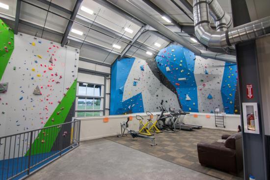 Spire Climbing Center: Upstairs cardio/viewing area