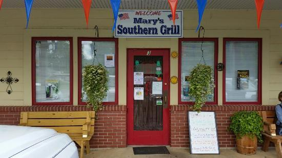Mary's Southern Grill: Front Entrance to Marys Southern Grill